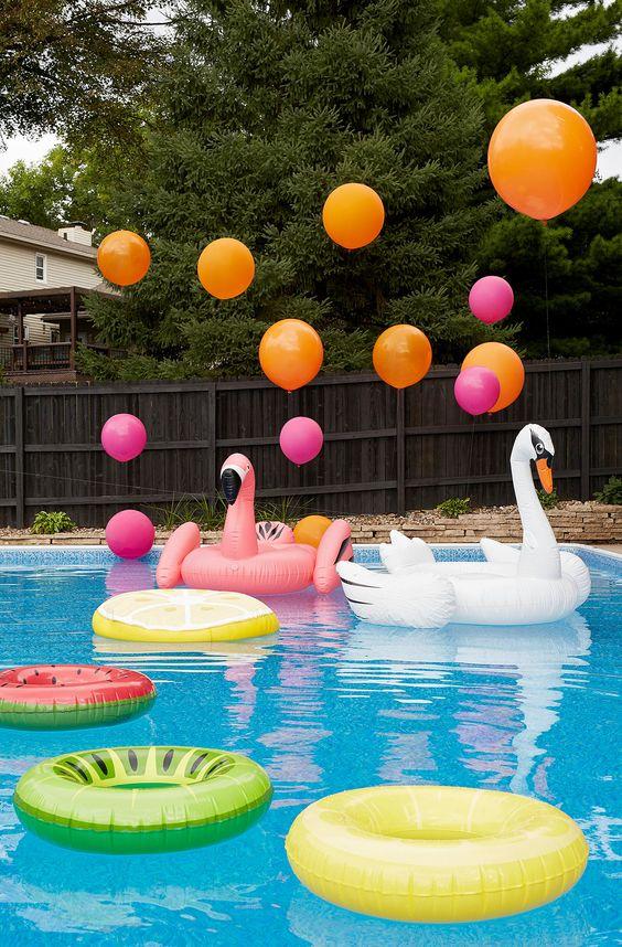 Fiesta de cumpleaños en piscina